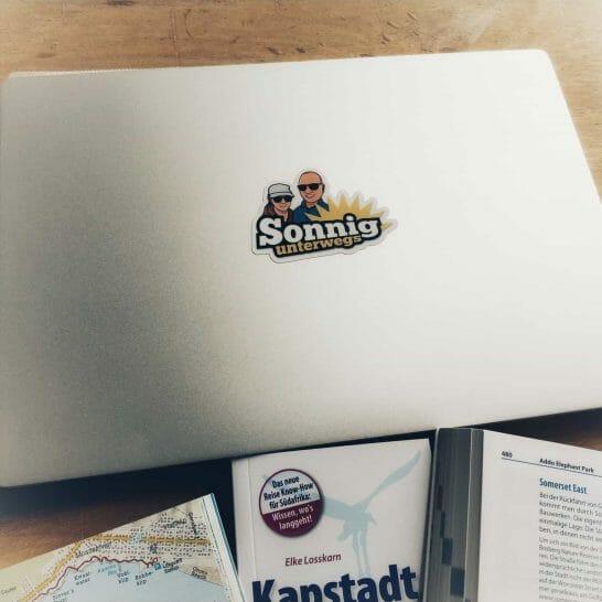 Reiseplanung Südafrika Laptop und Reiseführer