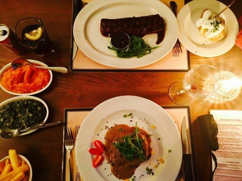 Lecker Essen im Nelsons Eye Restaurant in Kapstadt