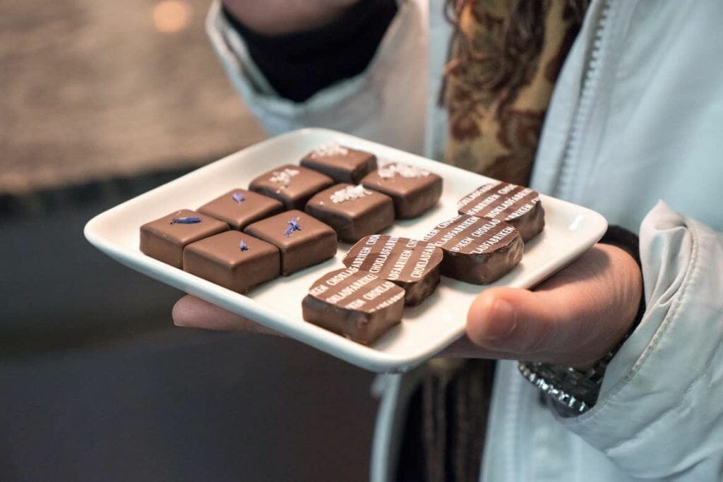 Verkostung von hochwertigen Pralinen in den Chokladfabriken auf der Food Tour Stockholm