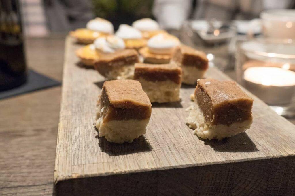 Raw-Bites, Mini-Tartlettes und ein belebender Kaffee im Fotografiska auf der Food Tour Stockholm