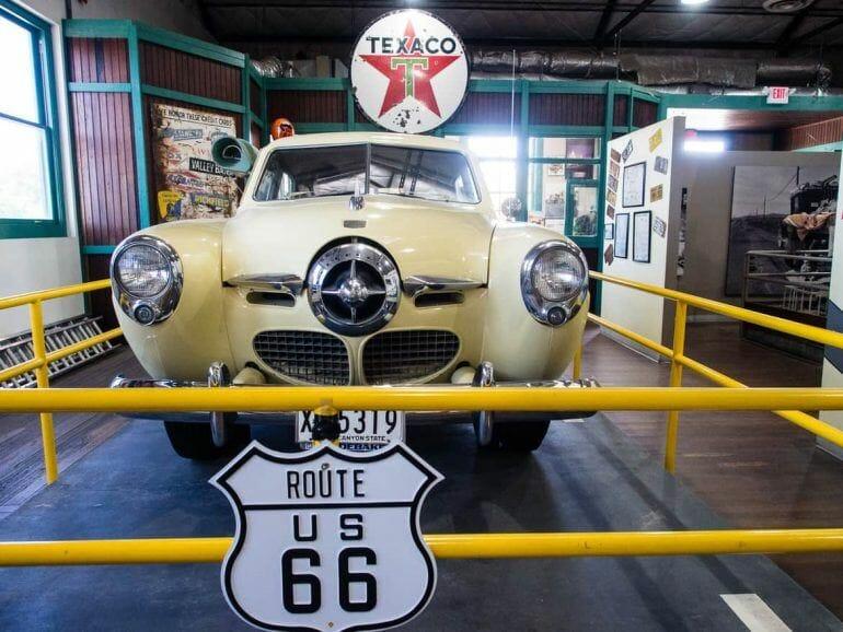 Auto im Route 66 Museum in Kingman, Arizona