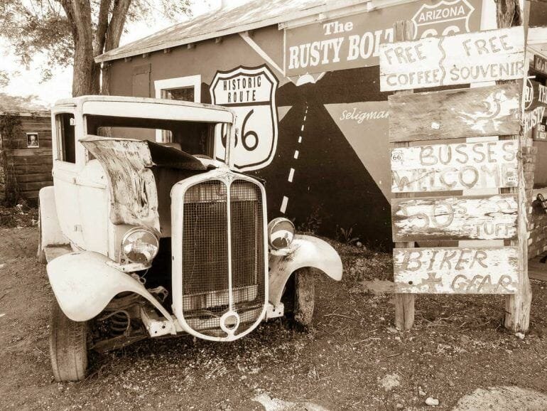Oldie an der Route 66 in Seligman, Arizona