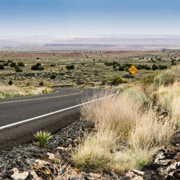 Straße beim Volcano National Monument bei Flagstaff