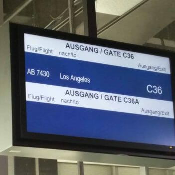 Anzeigetafel am Flughafen Düsseldorf
