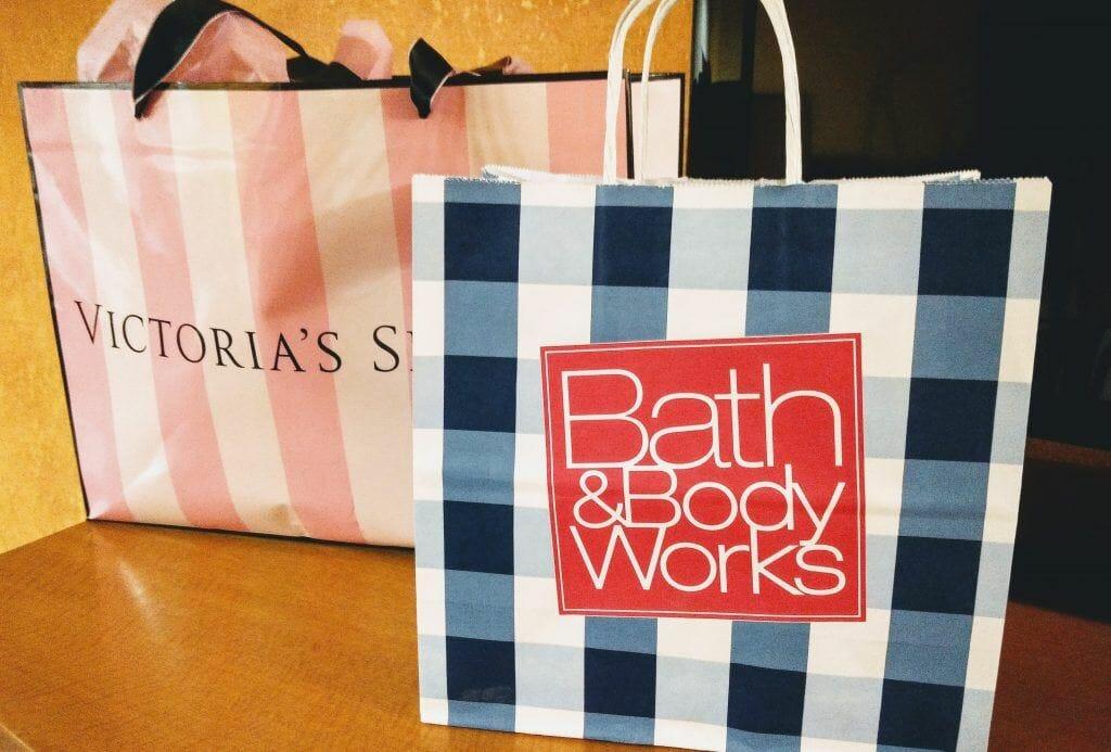 Einkaufstaschen von Victoria's Secret und Bath&Body Works