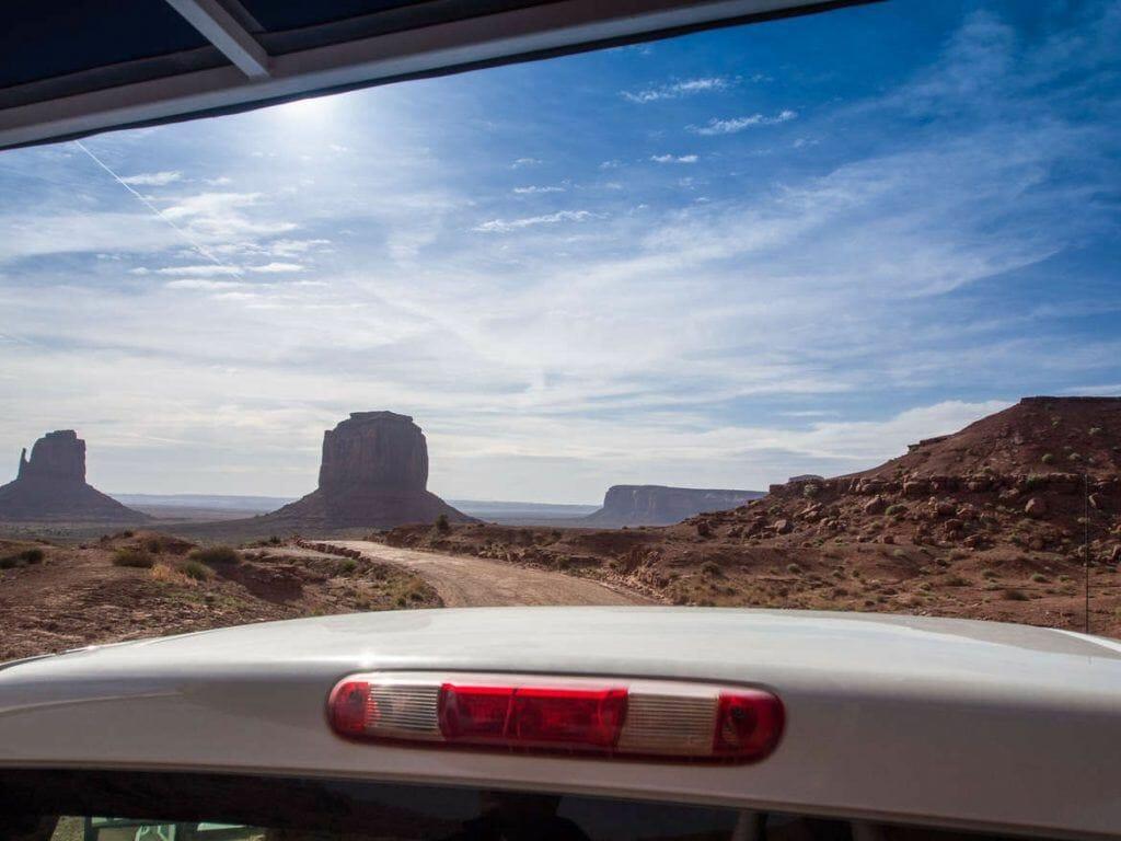 Aussicht vom Pick-Up im Monument Valley
