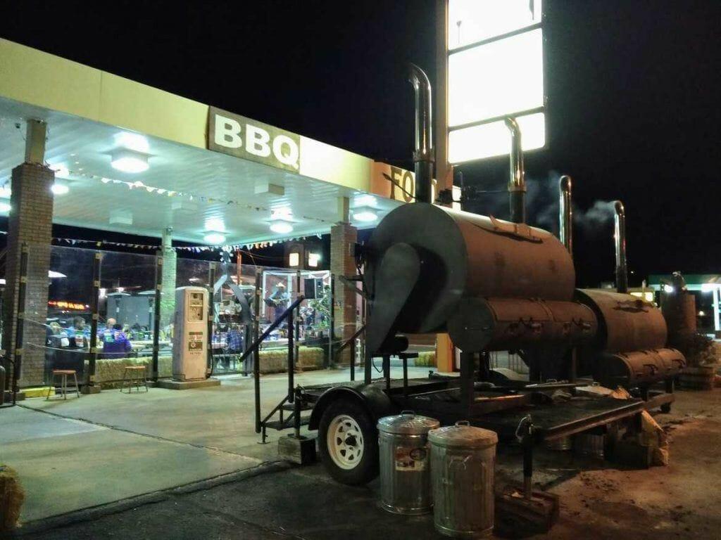Smoker vor Big John's Texas BBQ in Page