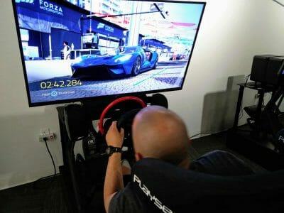 Virtuelles Autorennen im Petersen Automotive Museum in Los Angeles