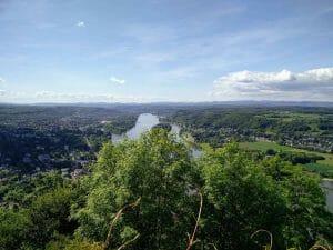 Grandioser Blick über den Rhein von der Ruine Drachenfels aus gesehen in Königswinter