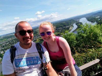 Grandioser Blick über den Rhein von der Ruine Drachenfels aus gesehen in Königswinter Selfie