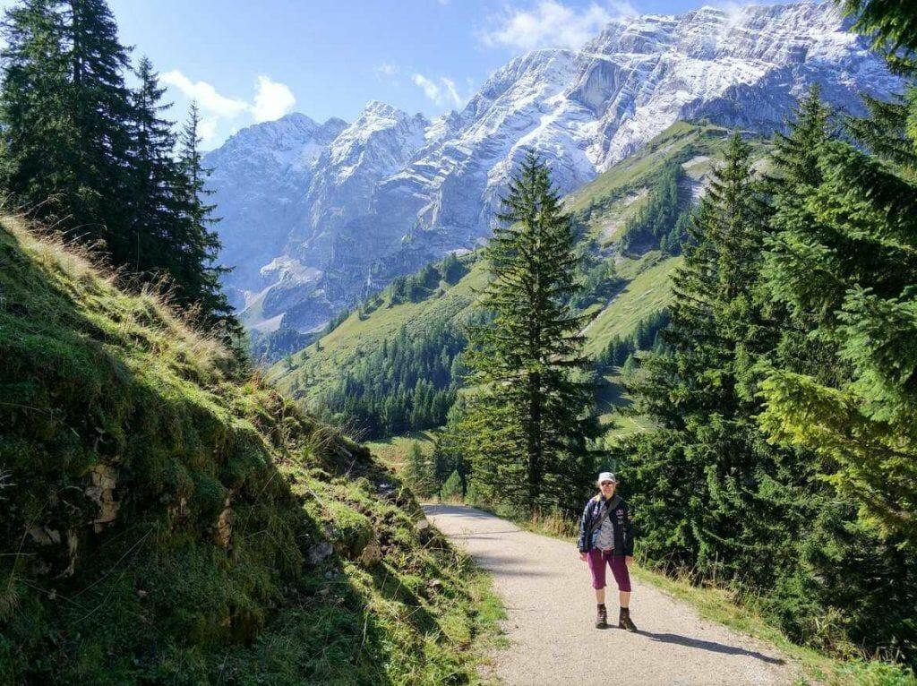 Aussicht auf die Berge bei der Wanderung zum Purtschellerhaus