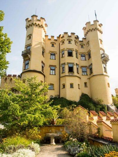 Schloss Hohenschwangau vom Garten aus fotografier