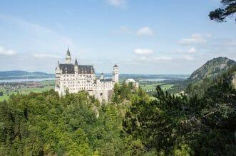 Schloss Neuschwanstein in seiner vollen Pracht in Füssen