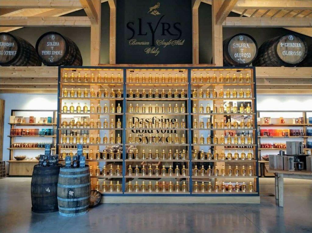 SLYRS Eingangsbereich im Verkaufsraum am Schliersee