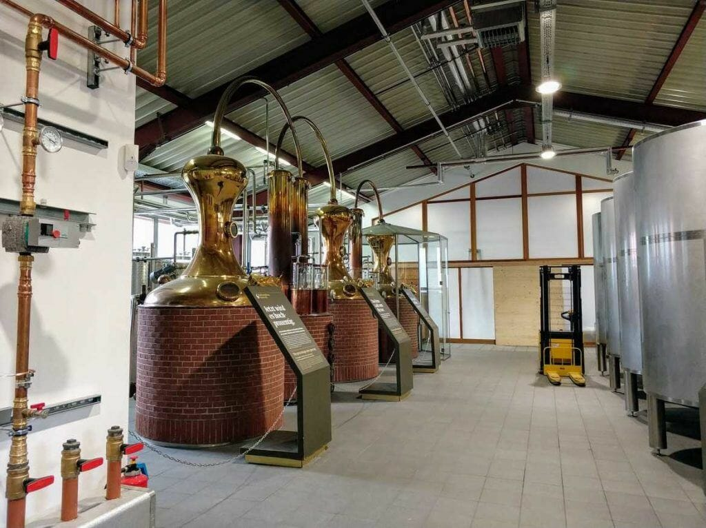 Kupferkessel bei SLYRS Whisky Destillerie am Schliersee in Bayern