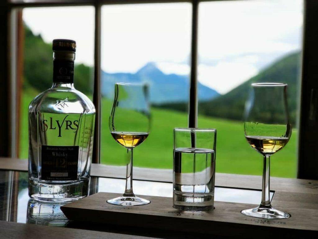 SLYRS Whisky Verkostung und Probe mit Bergpanorama