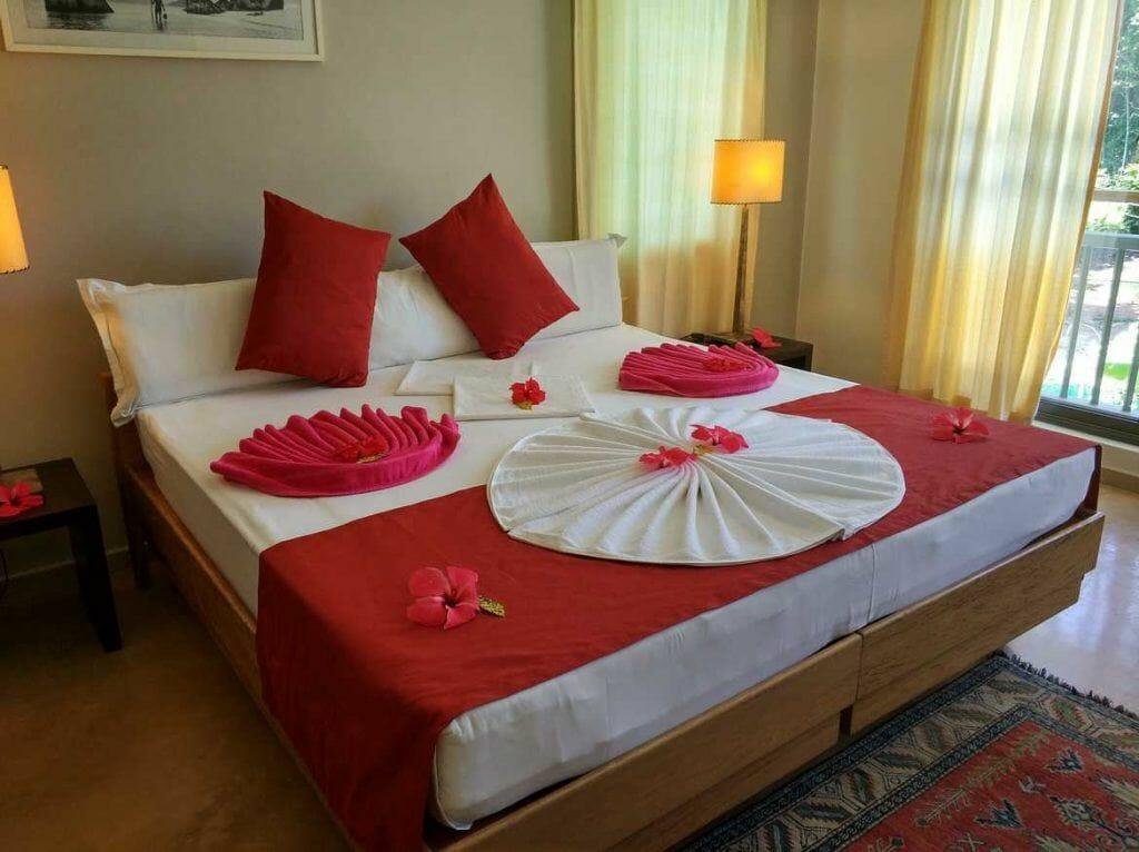 Schlafzimmer in der Residence Praslinoise auf Praslin auf den Seychellen