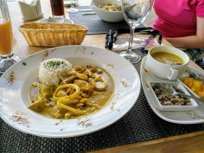 Fischcurry im Pasquiere Restaurant auf Praslin Seychellen