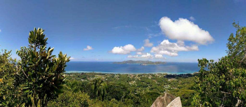 Panorama Foto Blick vom Nid Daigle Adlernest auf La Digue Seychellen