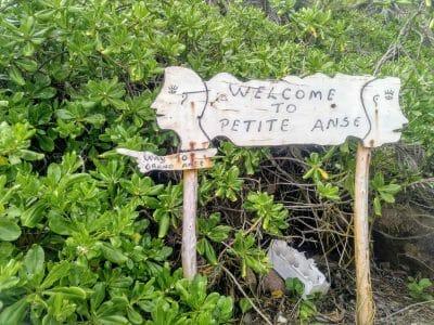 Wegweiser von der Petite Anse zur Grand Anse auf La Digue Seychellen
