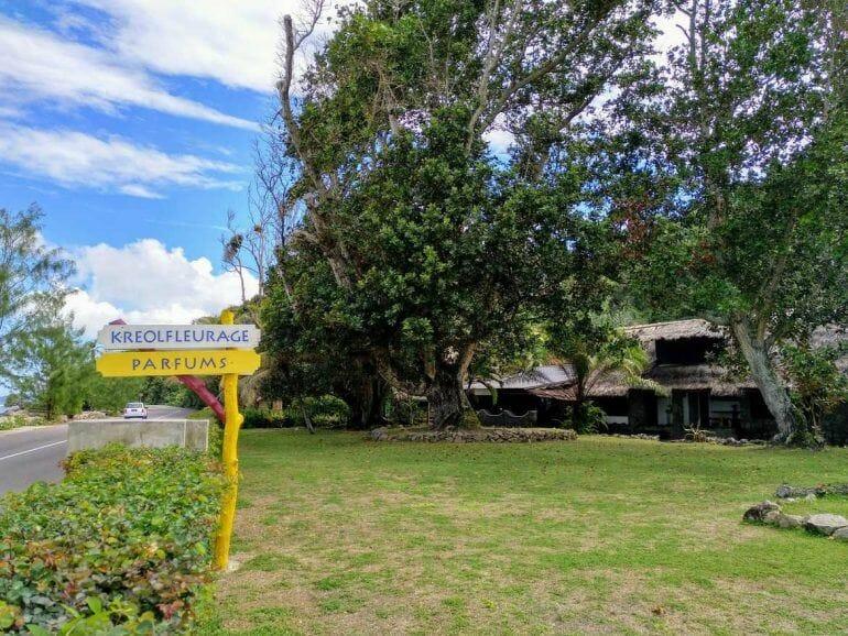 Wegweiser zum Kreolfleurage auf Mahe Seychellen