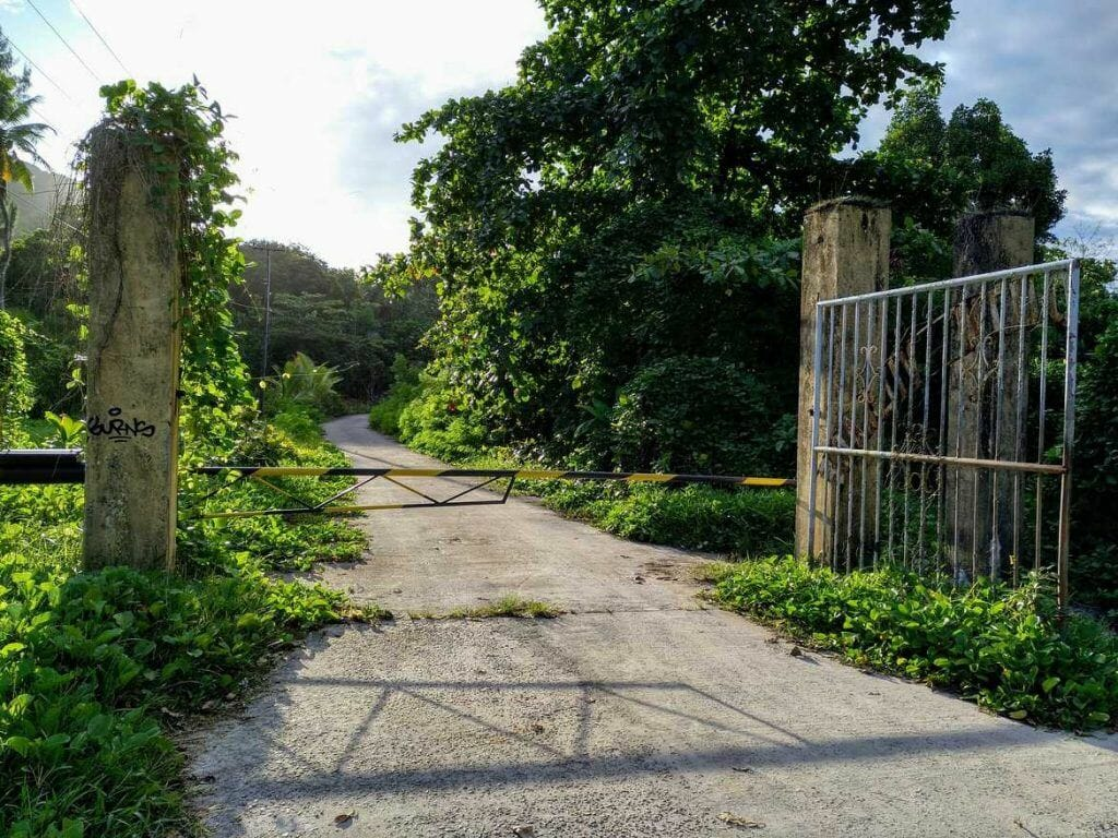 Ende der Cap Ternay Road auf Mahe Seychellen