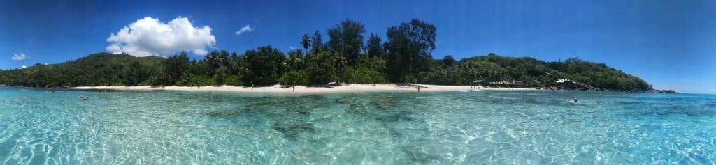 Bucht Anse Takamaka aus dem Meer fotografiert Mahe Seychellen