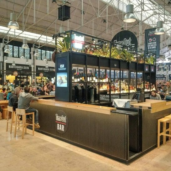 Bar im Time Out Market in Lissabon Portugal