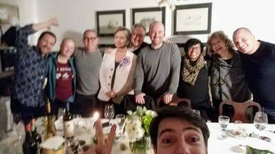 Gruppenfoto beim Secret Supper Club in Lissabon Portugal