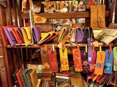 Individuelle Geschenke aus Leder in Rom Italien
