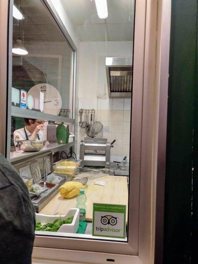 Blick in die Küche von Pasta Imperiale in Rom Italien