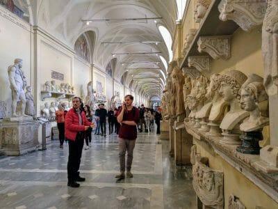 Unterwegs in den Vatikanischen Museen in Rom Italien