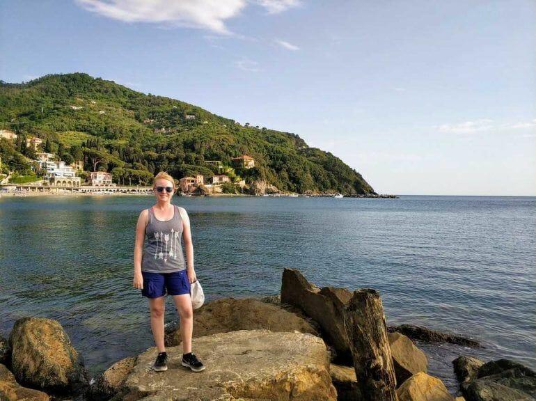 Sandra am Strand von Levanto in Italien