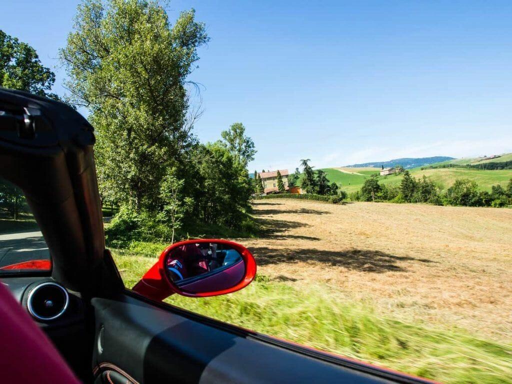 Landstraßen mit Ferrari in Maranello Italien