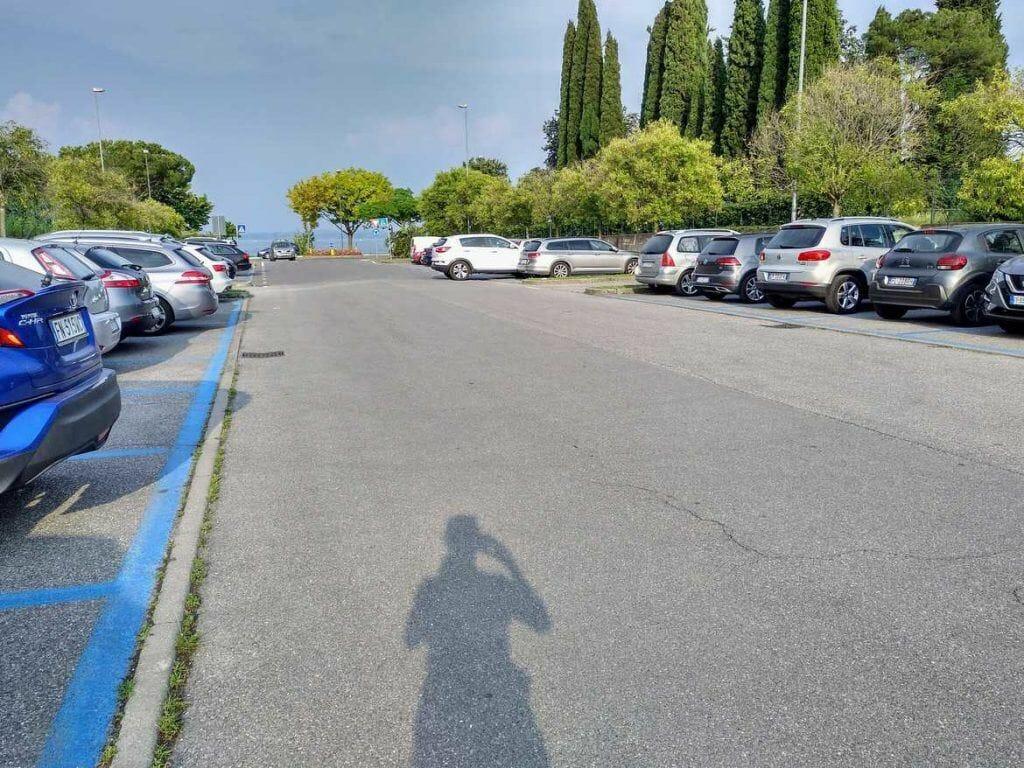 Parkplatz in der Nähe von Sirmione am Gardasee Italien