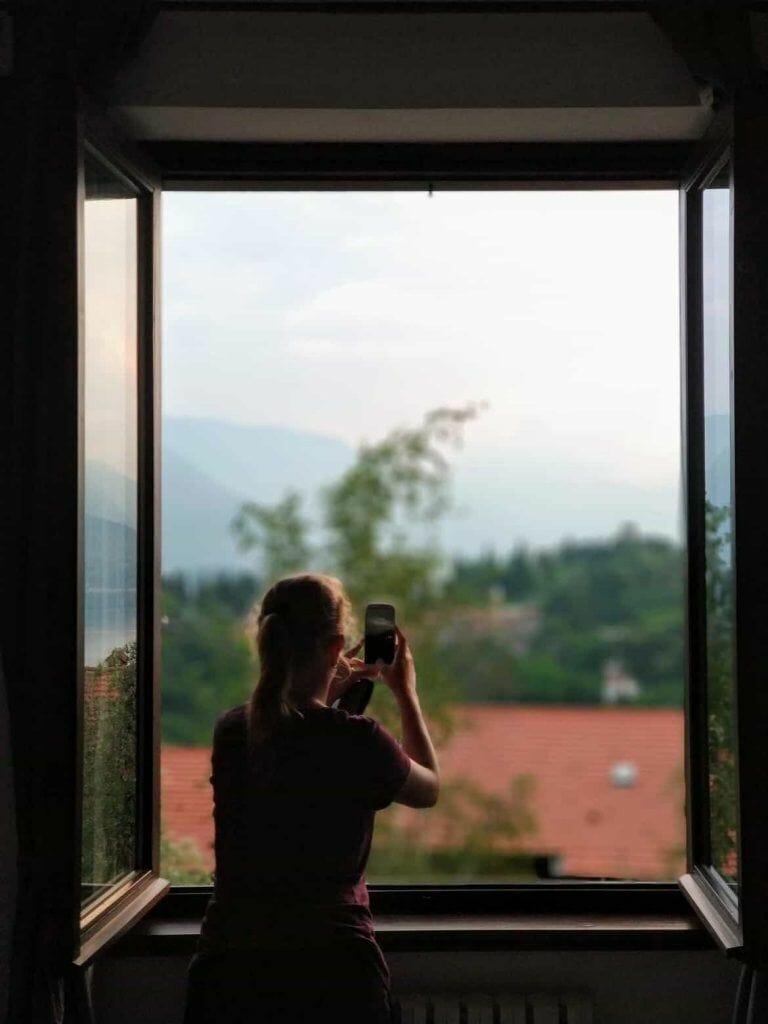 Blick aus dem Fester auf den Lago di Como Italien