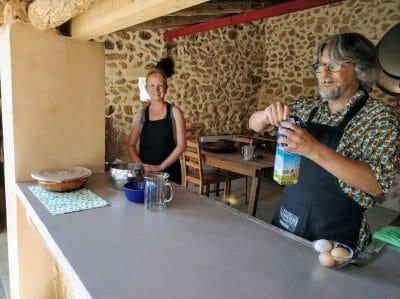 Vorbereitung der Crema Catalana auf Mallorca