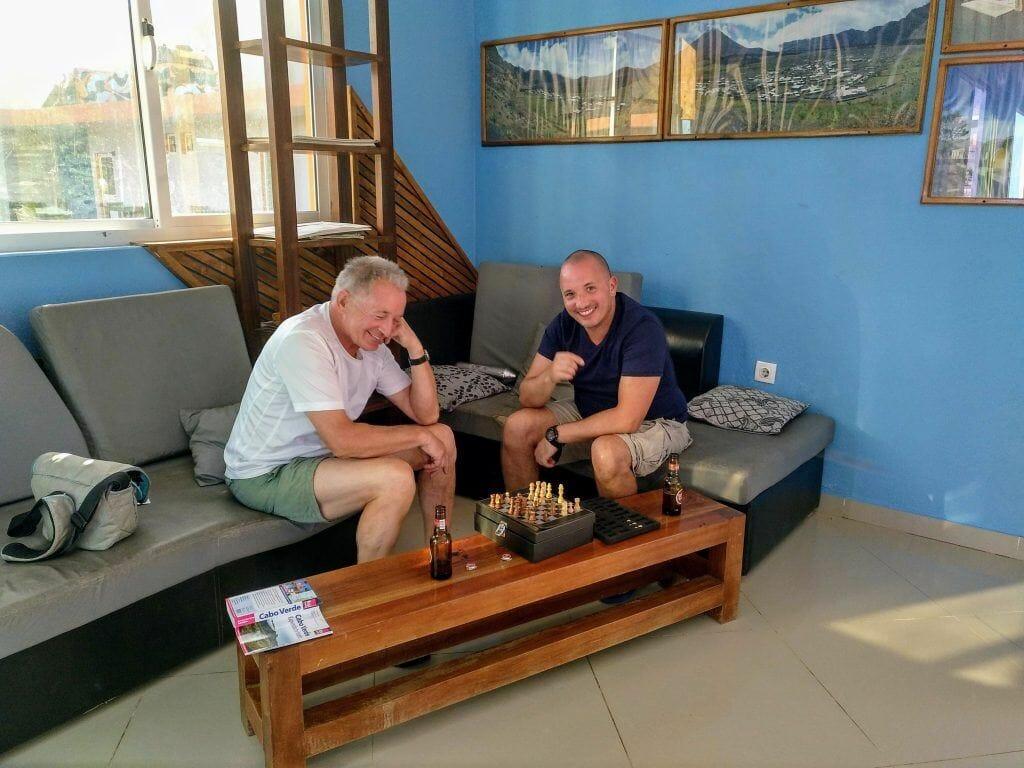 Schach spielen im Casa Marisa auf Fogo Kapverden
