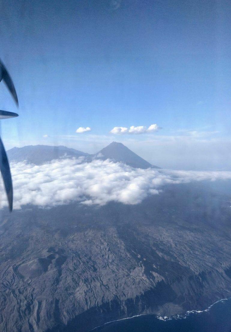 Blick auf den Pico Grande auf Fogo vom Flugzeug aus Kapverden
