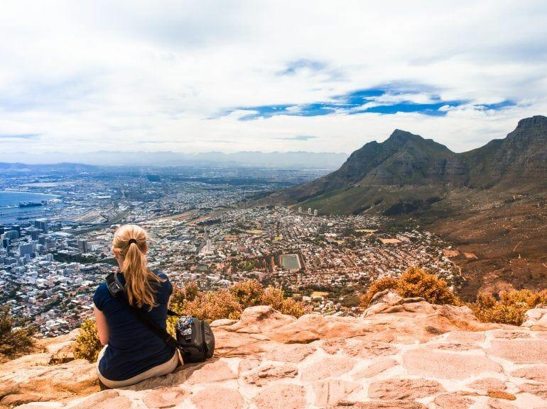 Blick über Kapstadt vom Lions Head aus Südafrika