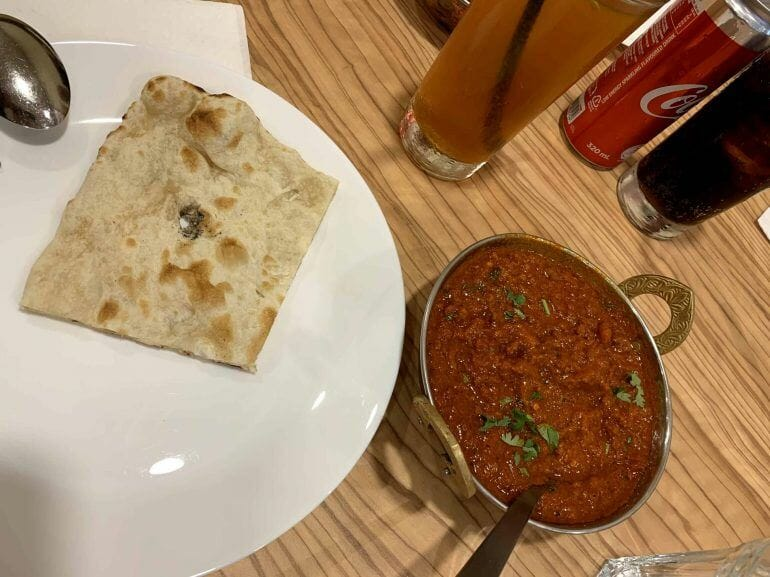 Gehacktes in indischer scharfer Sauce in Singapur