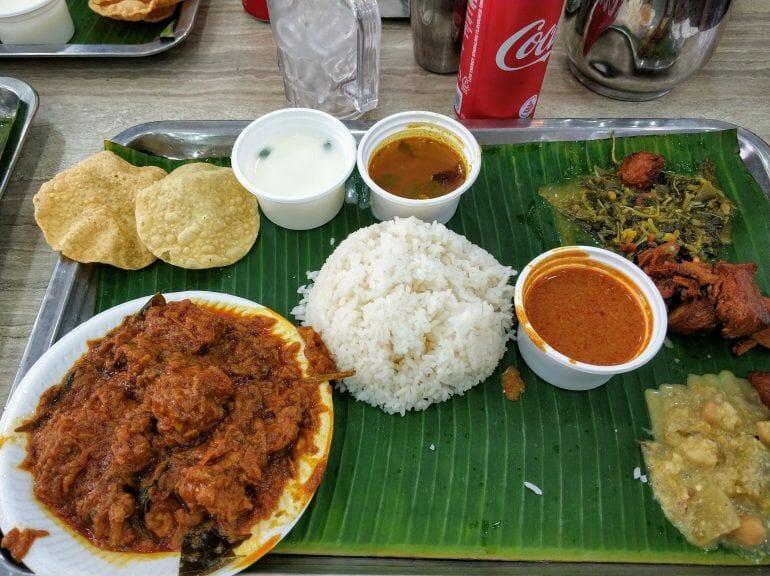 Essen im indischen Restaurant in Singapur