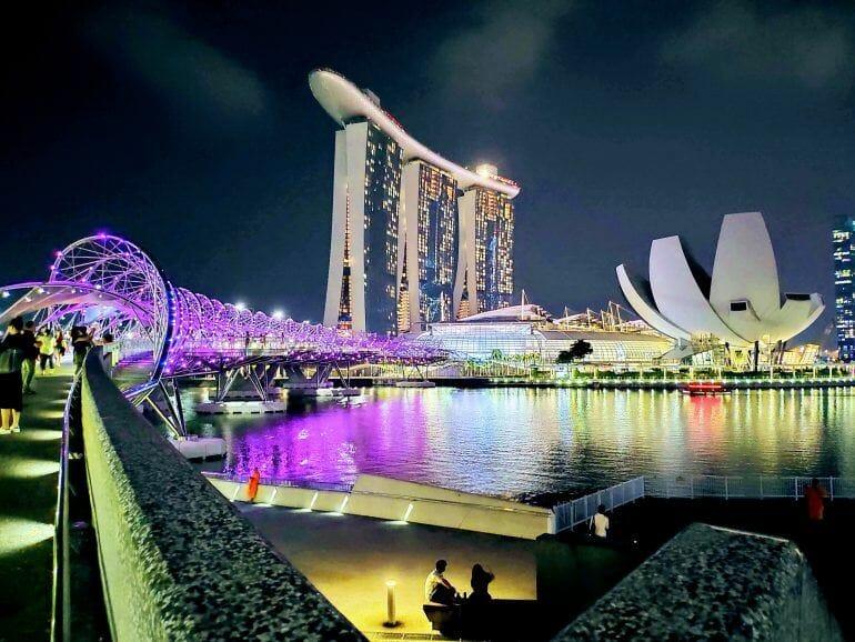 Helix Bridge by Night Singapur