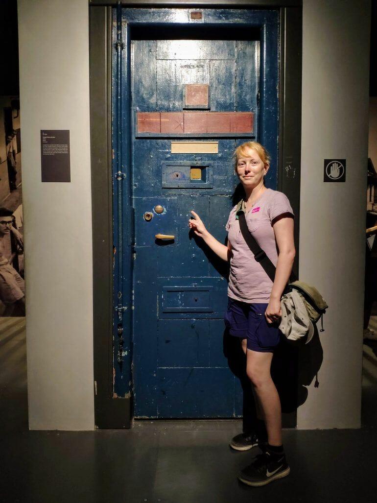Sandra im National Museum in Singapur