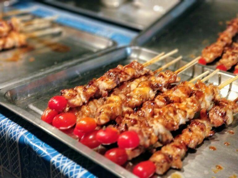 Grillspieß auf Nachtmarkt Koh Samui Thailand
