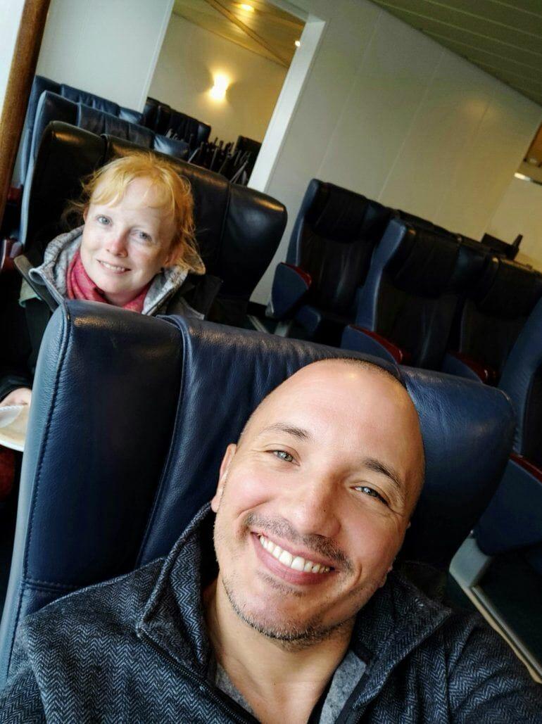 Sandra und Stephan auf der Fähre in Neuseeland